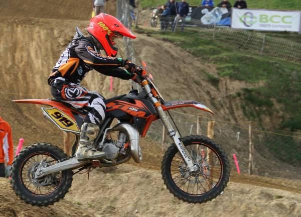 Lorenzo Bernini in azione durante una gara di motocross