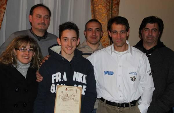 Manuel con i genitori, il presidente Sardi e alcuni soci del MC Pellicorse