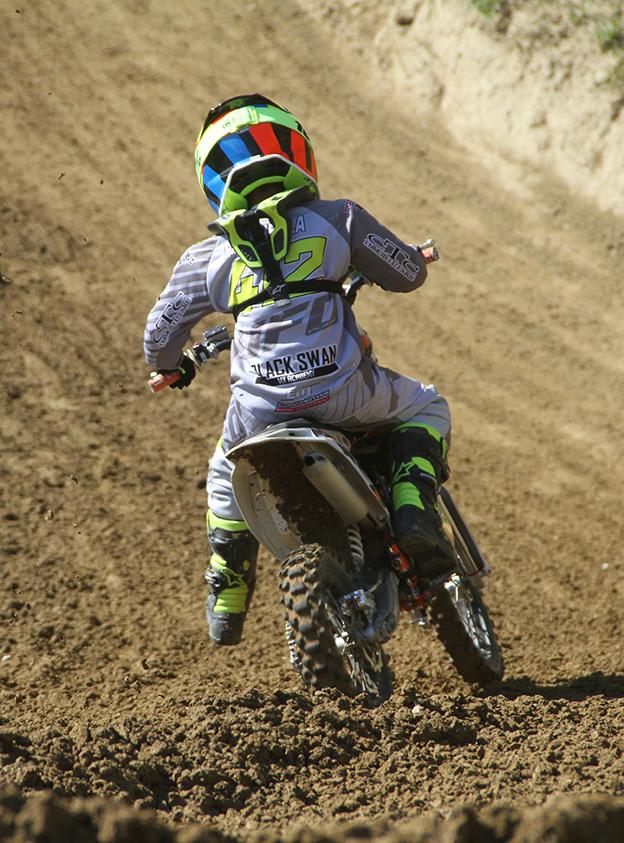 Zeno_Fasanella in azione al crossdromo Santa Barbara